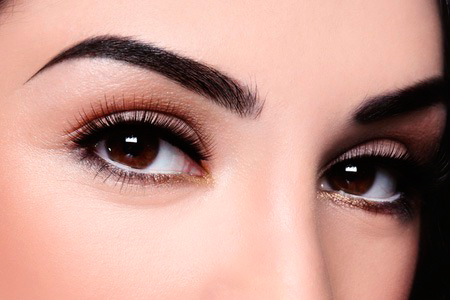 maquillaje permanente en las cejas